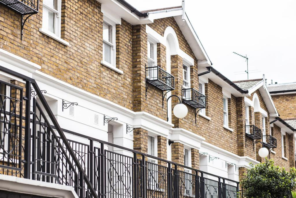 Foyer Apartments Clapham South : Bedroom apartment to rent in balham hill clapham south