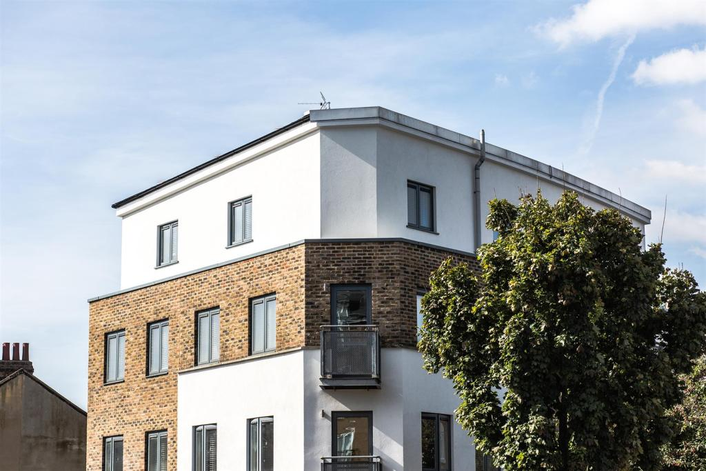 2 Bedroom Apartment To Rent In High Plaistow
