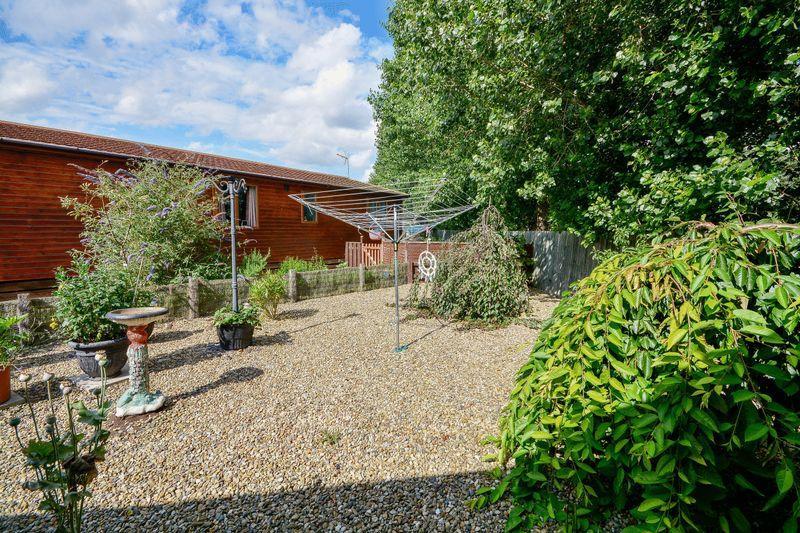 2 Bedroom Log Cabin For Sale In Hull Road York Yo41