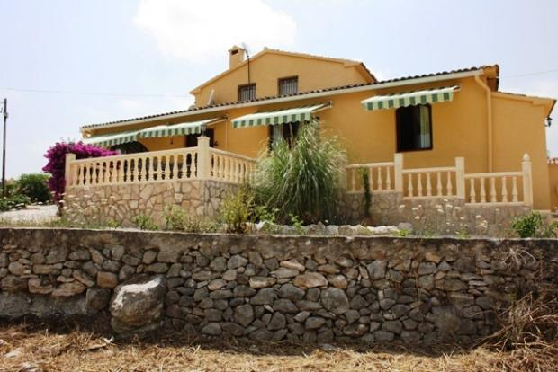 RESTORED FINCA WITH COUNTRY AND MOUNTAIN VIEWS