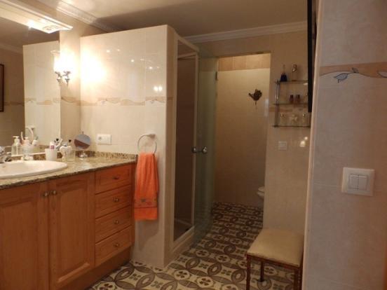 Bathroom en-suite downstairs
