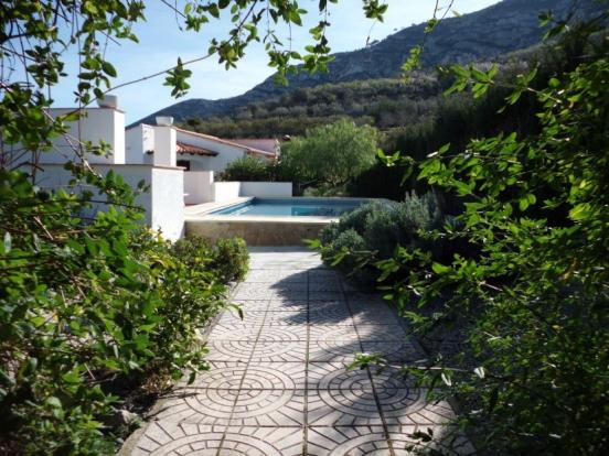 Approach to villa via pool