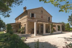 Country House for sale in Morrovalle, Italy