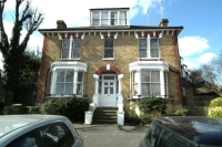 2 bedroom Flat in Beaconsfield Road...