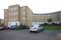 2 bedroom Flat to rent in Gilbert Close Shooters...