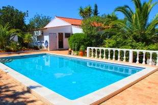 Villa for sale in Algarve, Moncarapacho