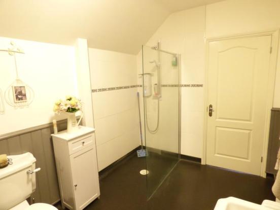 Family Bathroom/Wet Room
