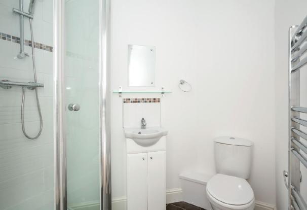 Bedroom 3 En-Suite.j