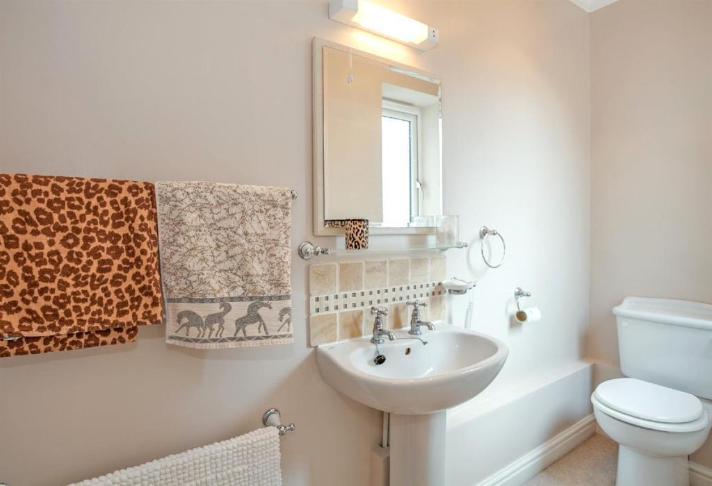 En-Suite Bathroom 1.