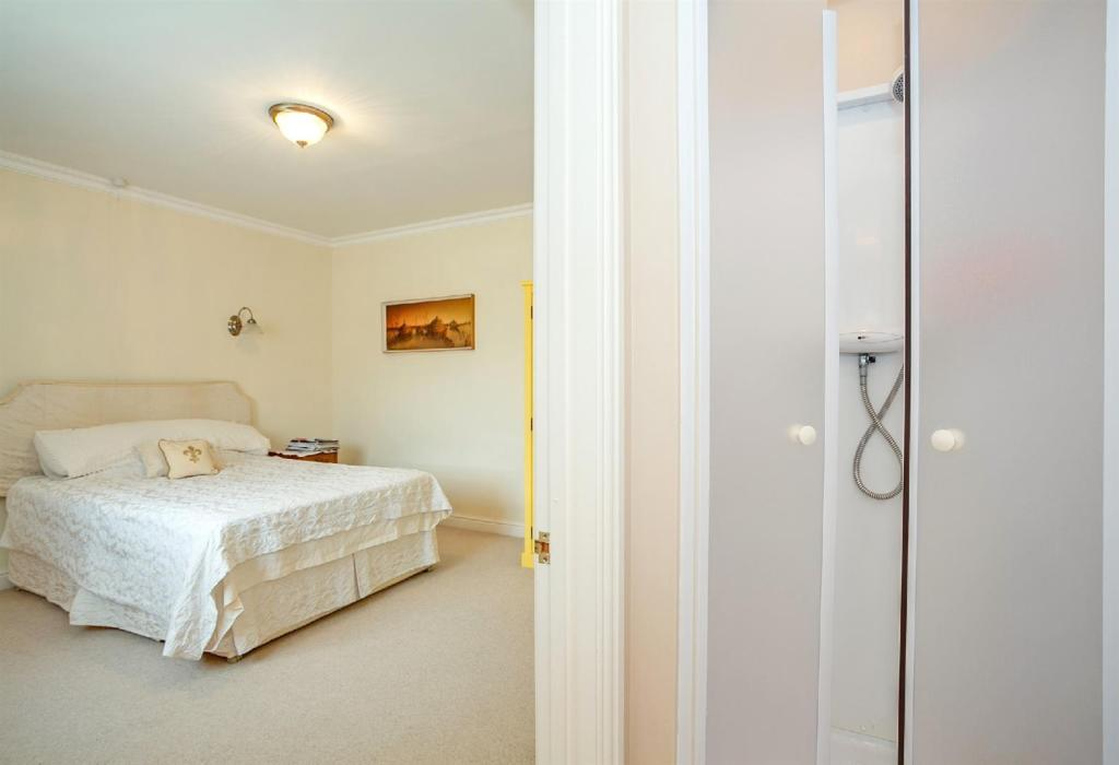 En-Suite Bathroom 2.