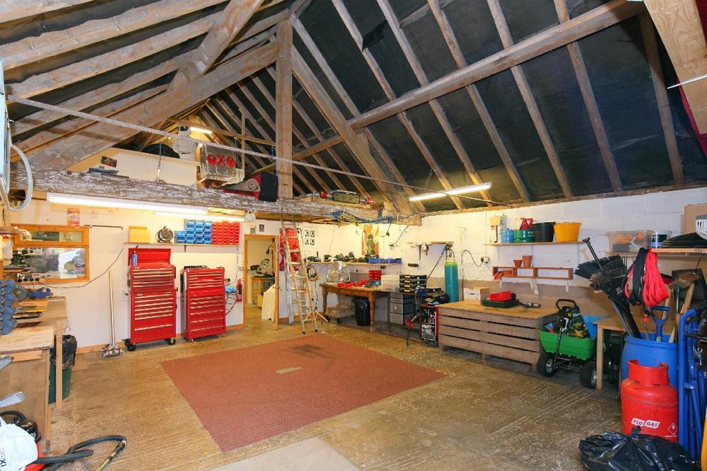 Workshop: Garage.jpg