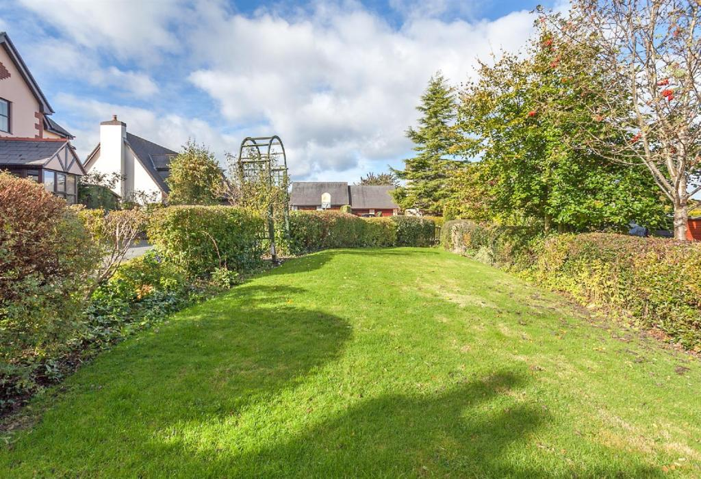 Front Garden 5.jpg