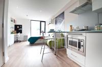 Studio flat in Russell Street, Leeds...