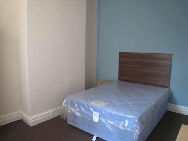 130 Weaste bedroom (1)