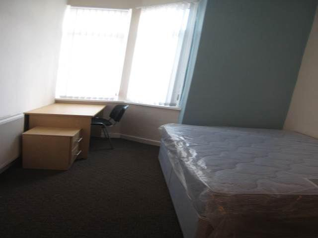 130 Weaste bedroom (2)