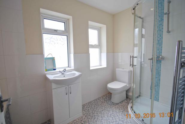 Main Bathroom1.jpg