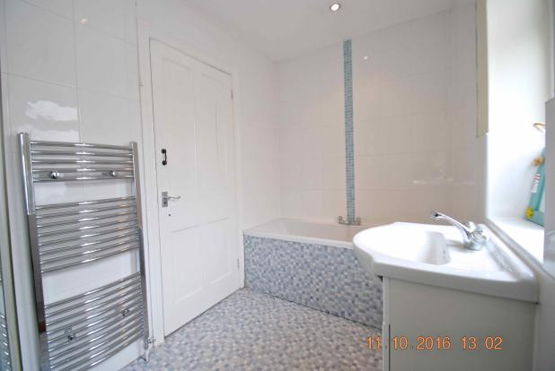 Main Bathroom2.jpg
