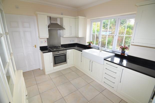 Fitted kitchen op...