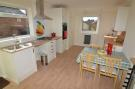 Fitted kitchen / ...
