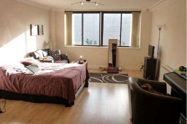 Lounge/ Bedroom