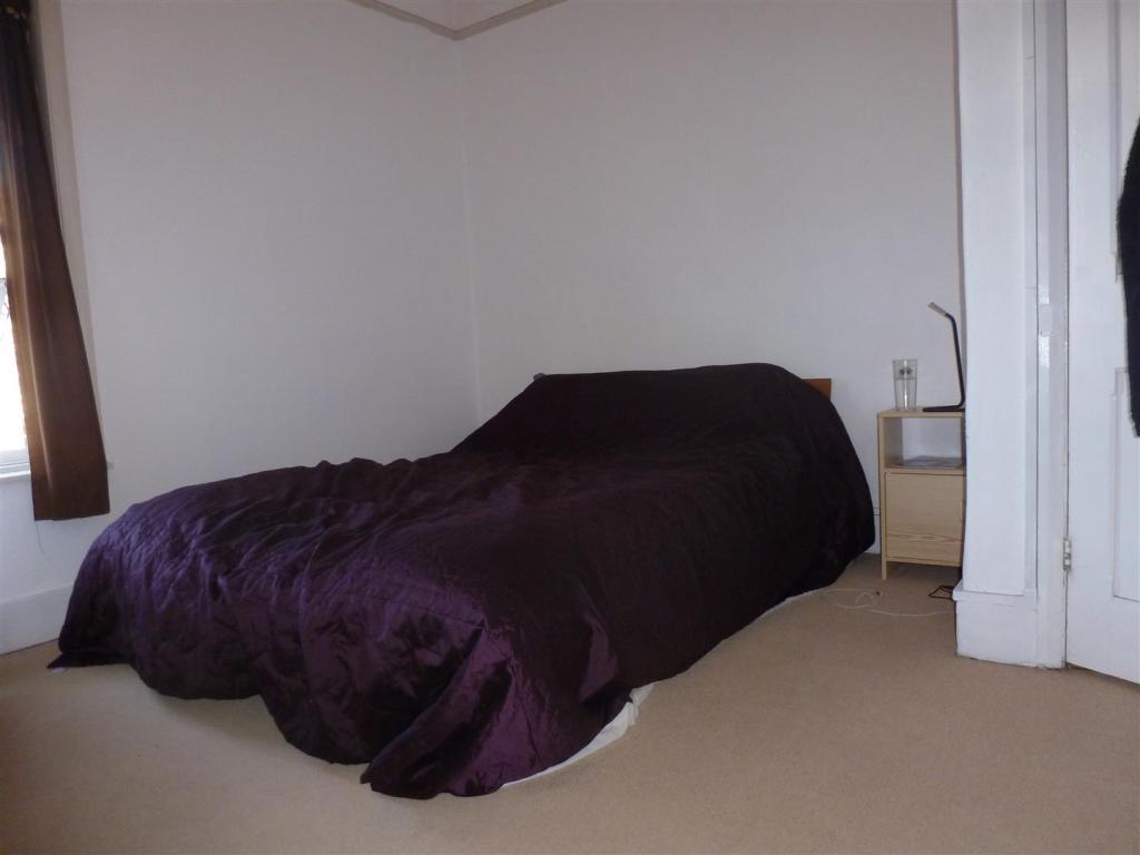 Flat 1A Bedroom.JPG