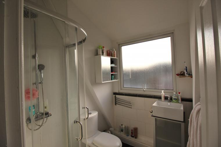 bathroom 108L.jpg