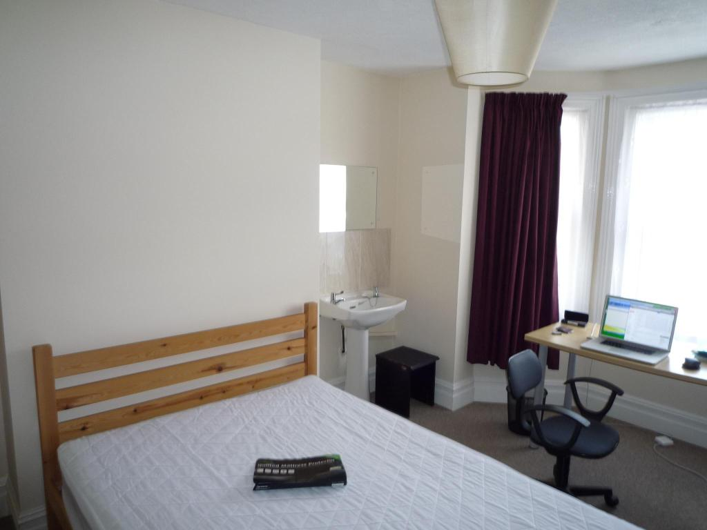 Bedroom Melville Road (1).jpg