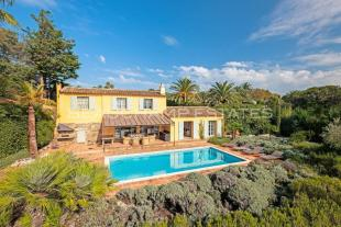 Villa for sale in Les Parcs, 83990...