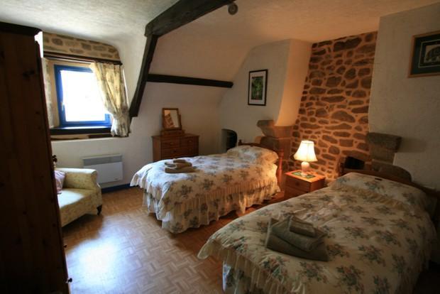 C1 - twin bedroom
