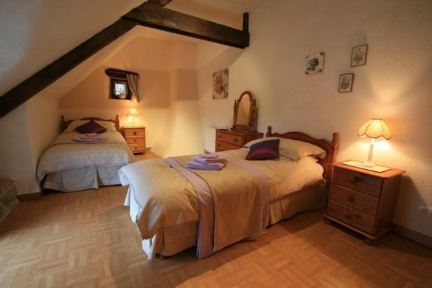 C2 - twin bedroom