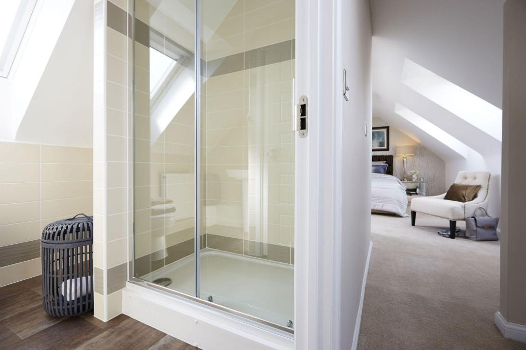 Yarnfield Park Somerfield show home en suite to master bedroom