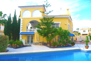 4 bed Chalet in Valencia, Alicante...