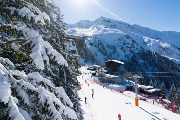Ski lifts nearby