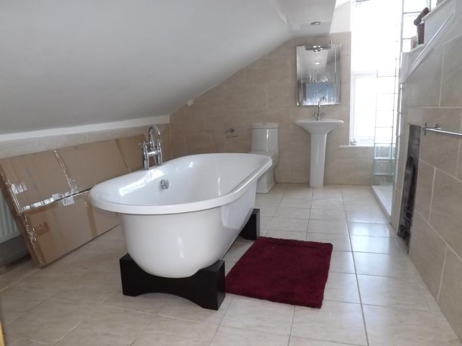 Appt 2 Bathroom