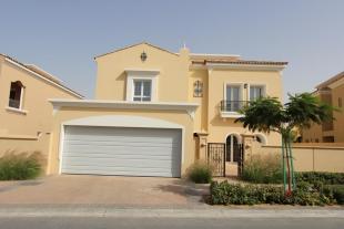 5 bed Villa for sale in La Avenida II...