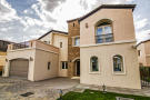 Villa for sale in Sienna Lakes...