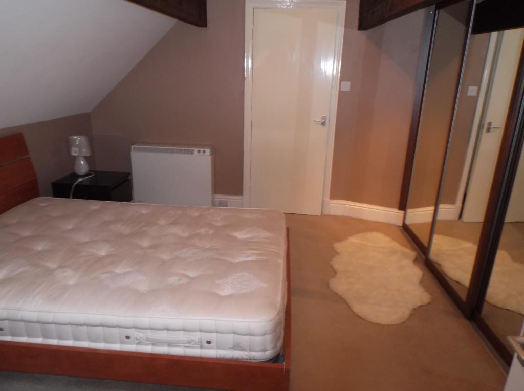 bedroom v3.JPG