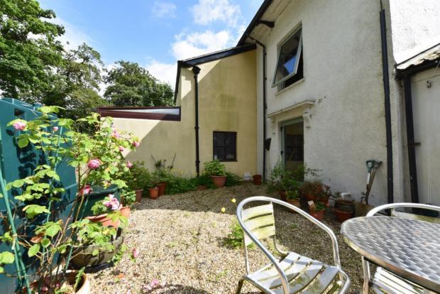 Annexe - Courtyard -