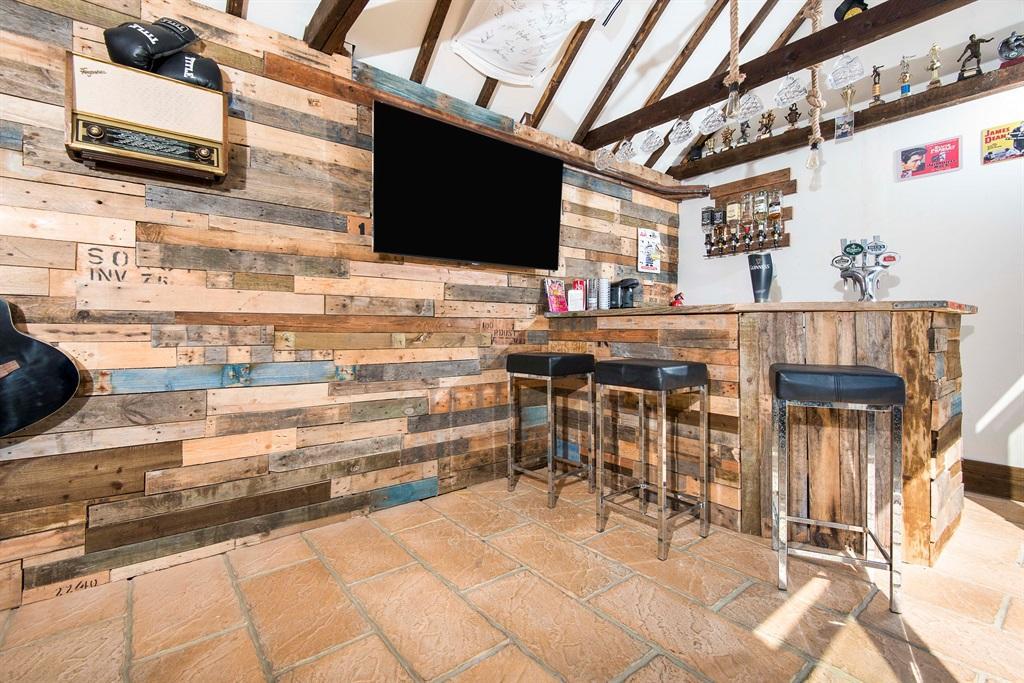 Bar/ Summer House