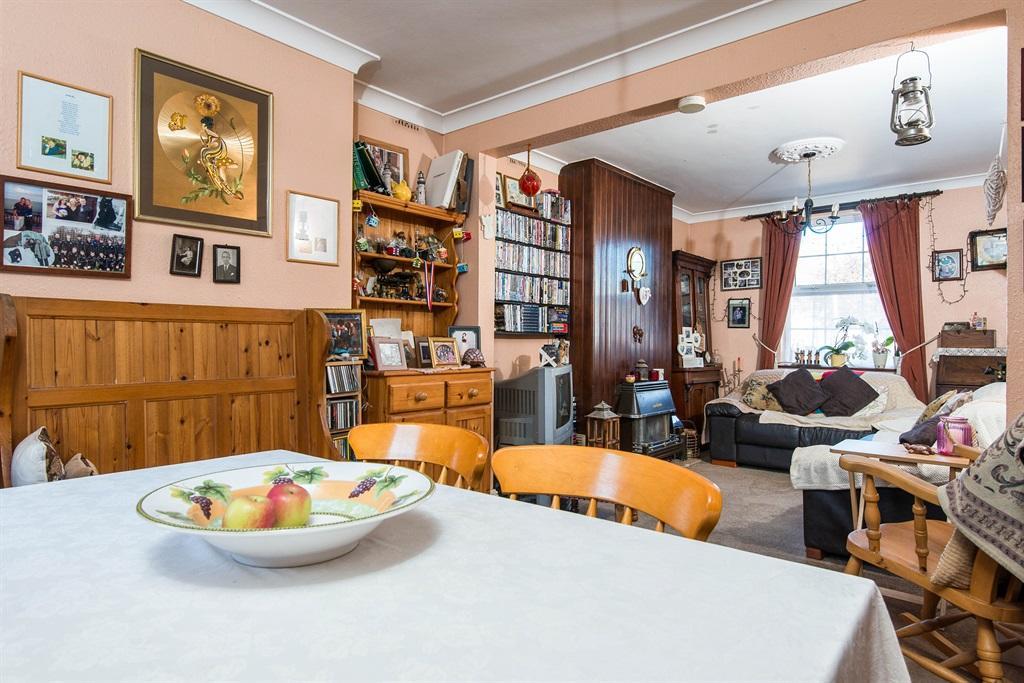 Living Room/ Diner