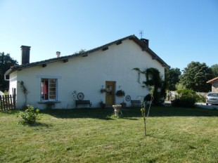 Detached house in Poitou-Charentes...
