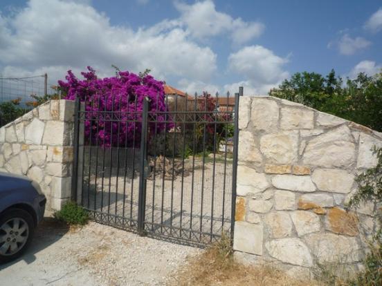 Lock-up gate