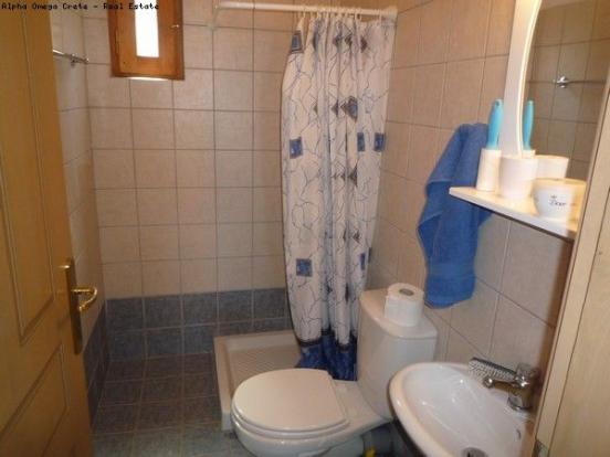 Ground fl. shower rm