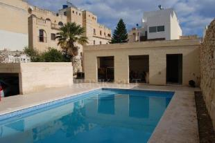 6 bedroom home in St Julians