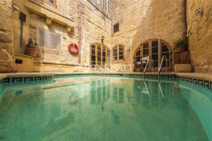 4 bed property in Malta