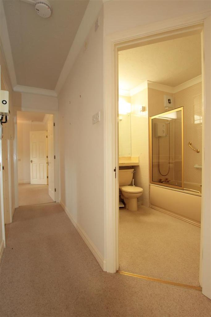 15 Rydal Court hallw