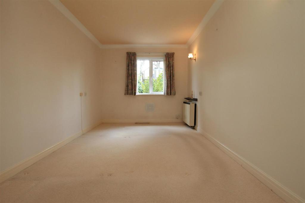 15 Rydal Court bed 1