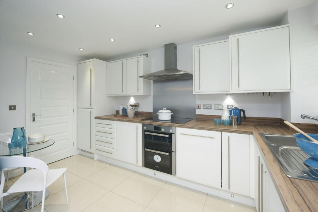 3 bedroom semi detached house for sale in henthorn road for Kitchen ideas 3 bed semi