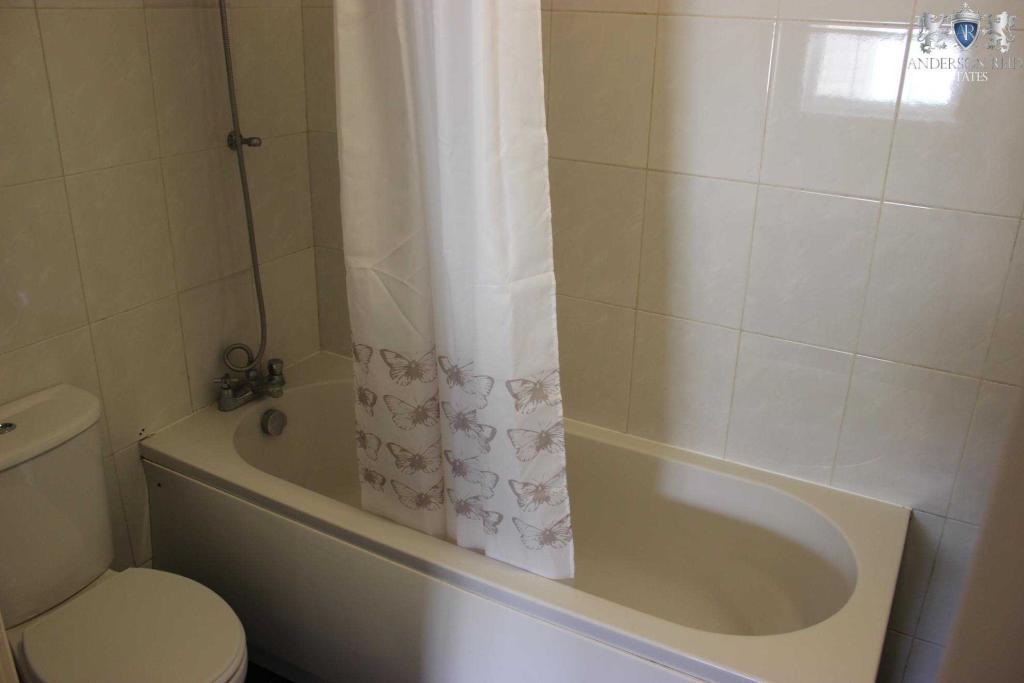 Flat1 Bathroom