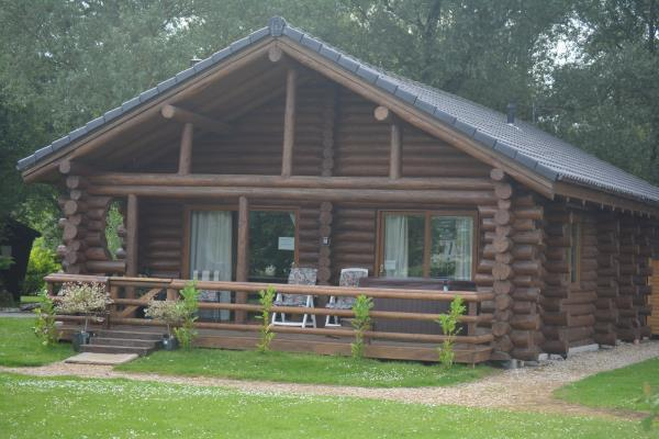 2 bedroom log cabin for sale in red shank lodge green 4